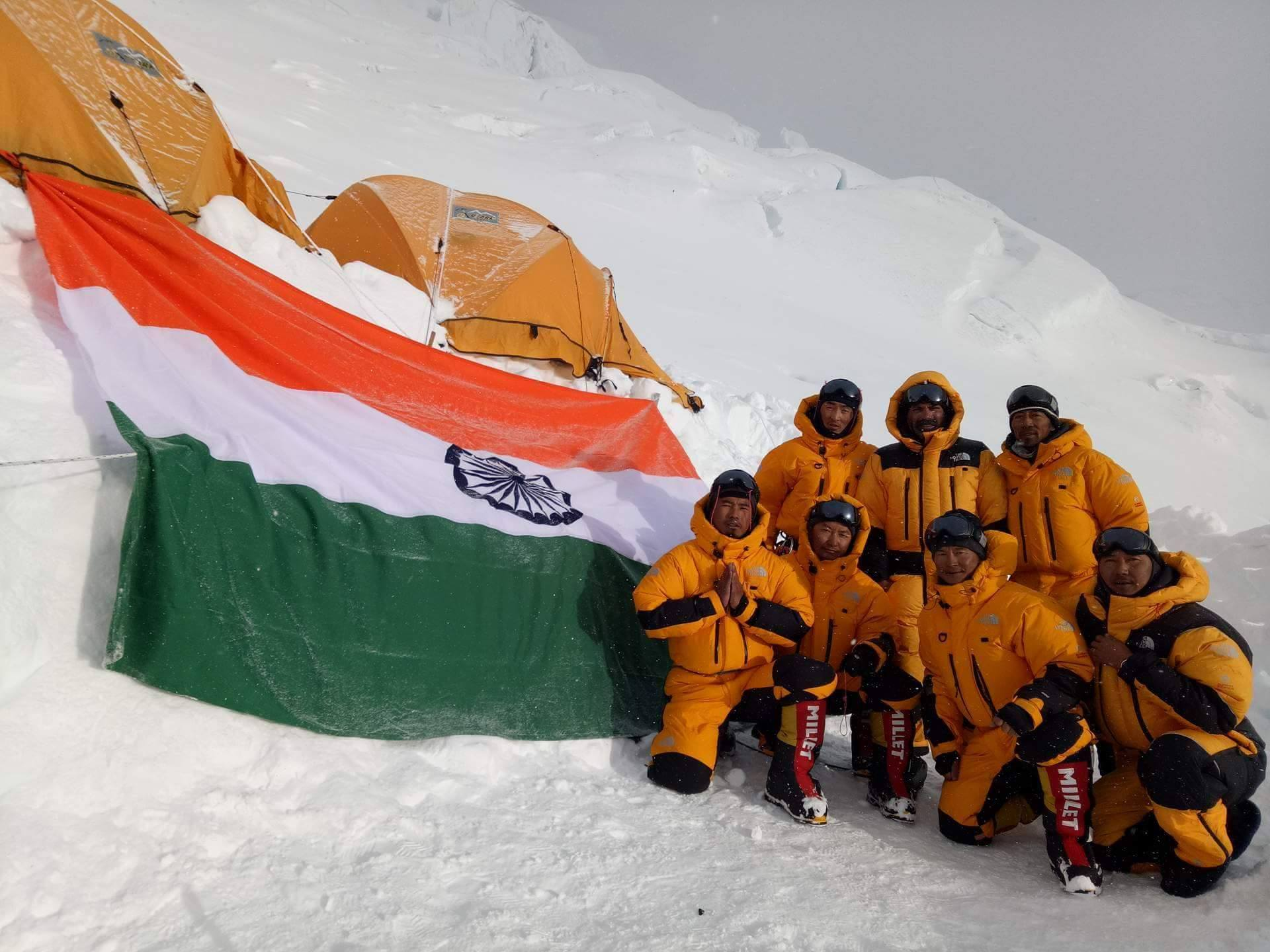 hindi essay on mount everest in hindi From an unknown soviet attempt to a bizarre solo attempt, here are four strange stories about mount everest, the highest mountain in the world.